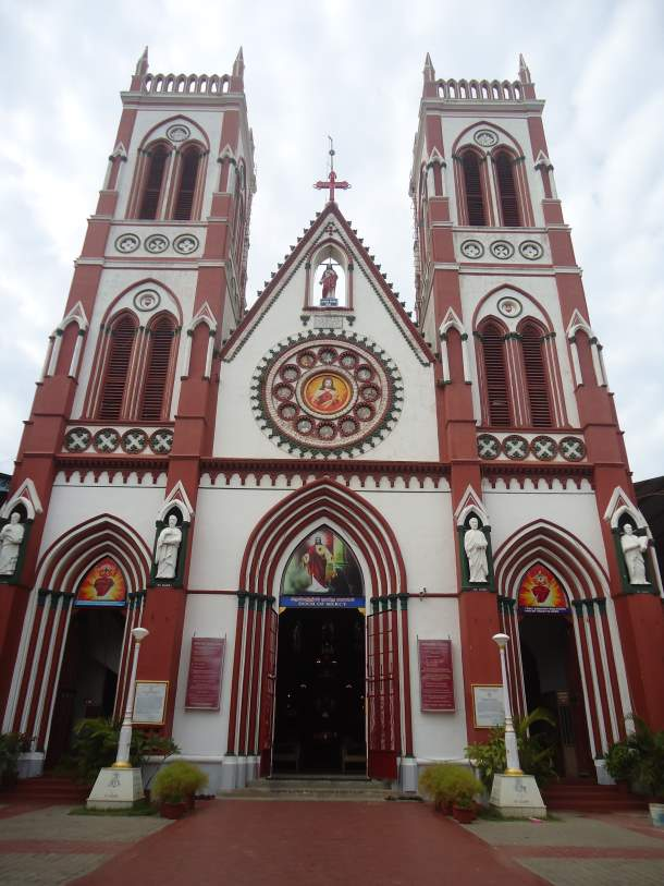 Basilica of the Sacred Heart of Jesus, Puducherry