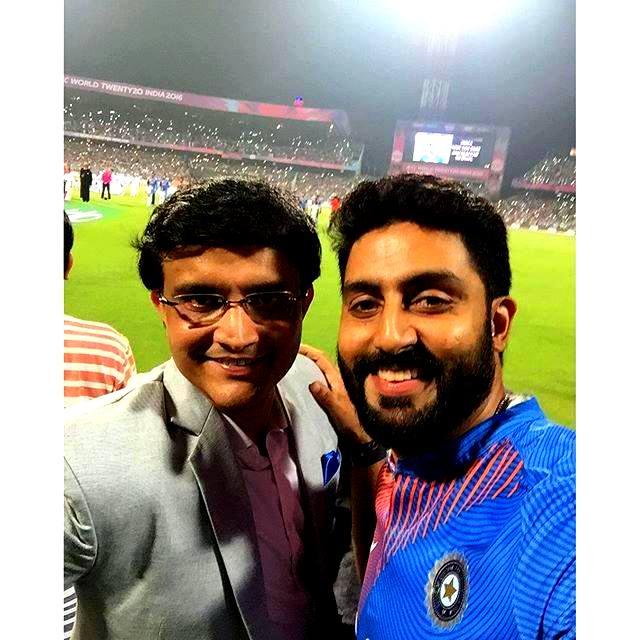 Junior Bachchan's selfie with Dada