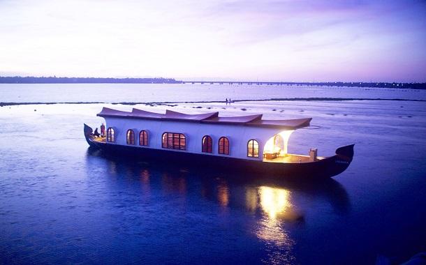 kerala tourist houseboat
