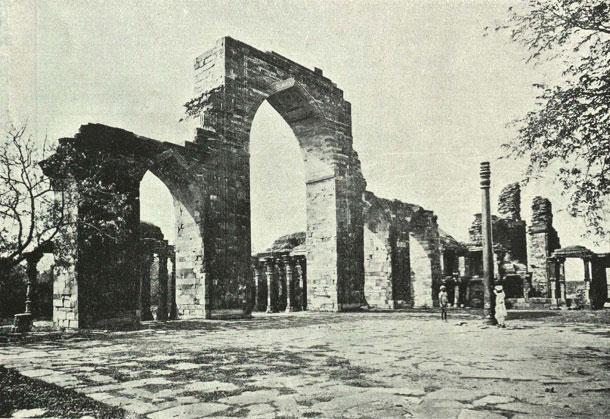 Old photo of Qutub Minar, Delhi